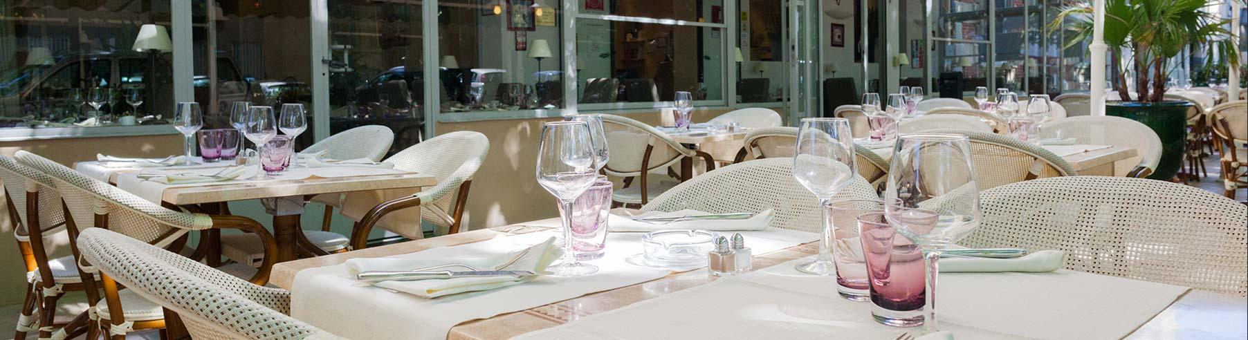 Hotel-Le-Cours---Restaurant-exterieur